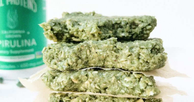 5 Ingredient No-Bake Spirulina Bars