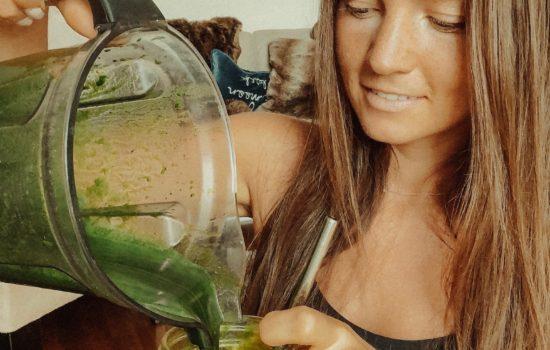 Spirulina: Benefits + 3-ingredient smoothie